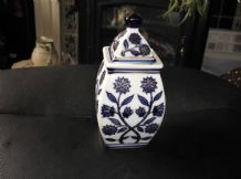 ELEGANT GILDED SMALL BOLD DEEP BLUE FLORAL DESIGN ORIENTAL JAR & POINT LID 6.5""